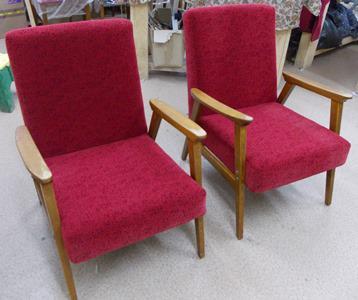 Кресла с деревянными подлокотниками